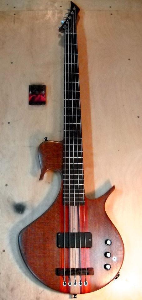 Необычные бас-гитары prt.2. Изображение № 17.
