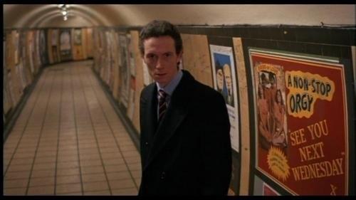 Режиссер Джон Лэндис в каждом своем фильме использует загадочную надпись «Увидимся в следующую среду».. Изображение № 15.