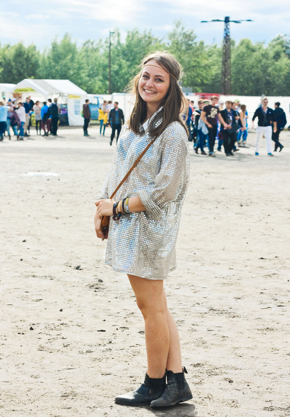 Золотые шорты, джинсовые рубашки и шляпы: Люди на фестивале MELT!. Изображение №14.
