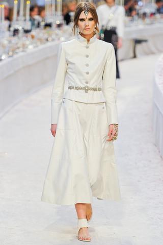 Chanel показали пре-осеннюю коллекцию. Изображение № 11.