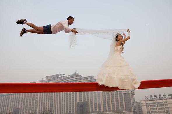 Летающие и падающие люди Ли Вея. Изображение № 21.
