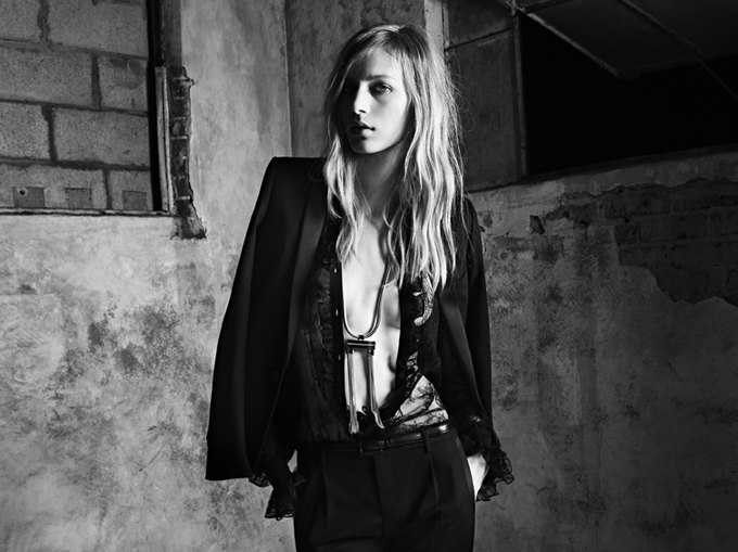 Вышла новая женская кампания Saint Laurent Paris Эди Слимана. Изображение № 8.