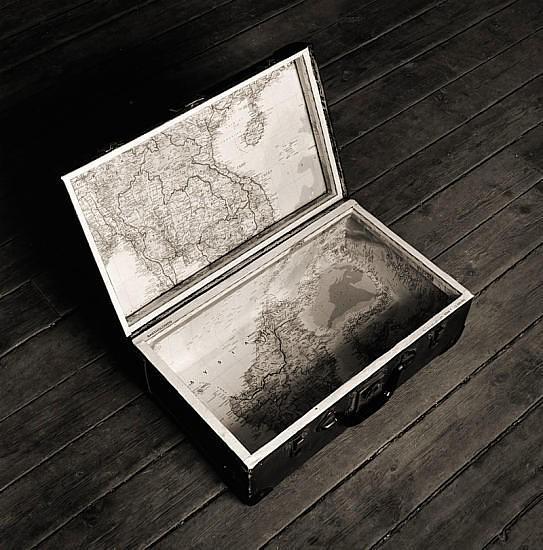 Черно-белые сюрреалистические фотографии Chema Madoz. Изображение № 7.