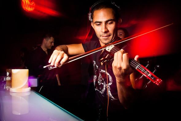 Диджей-скрипач Roberto Mermand в ресторане partybar Мантра. Изображение № 6.