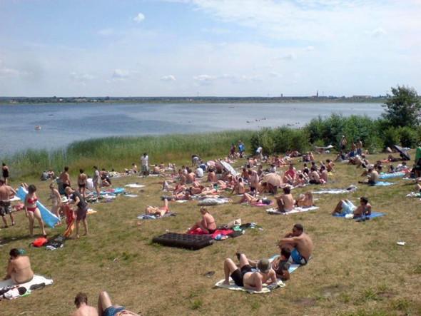В хорошую погоду можно искупаться в соседнем озере Гремминер. Изображение № 47.