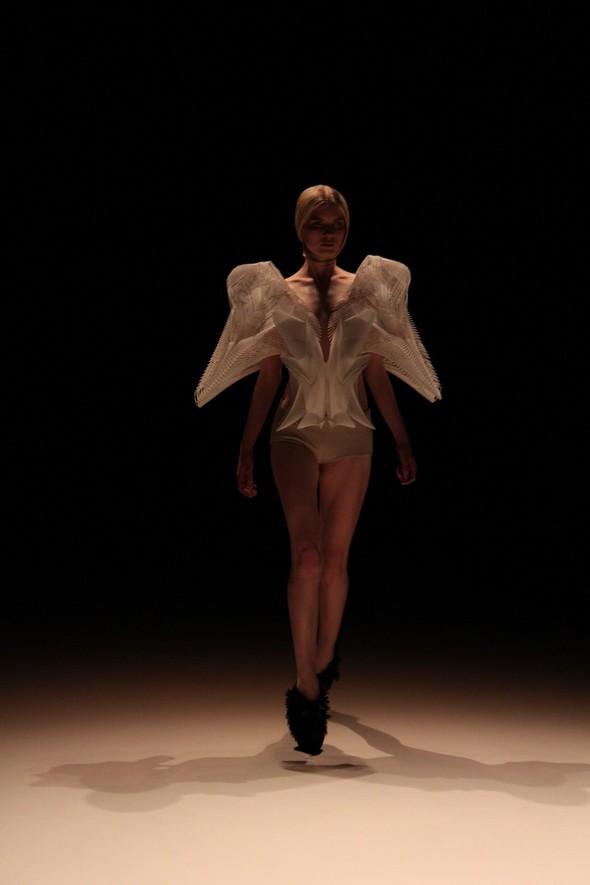 Iris van Herpen на берлинской Неделе Моды весна-лето 2012. Изображение № 1.