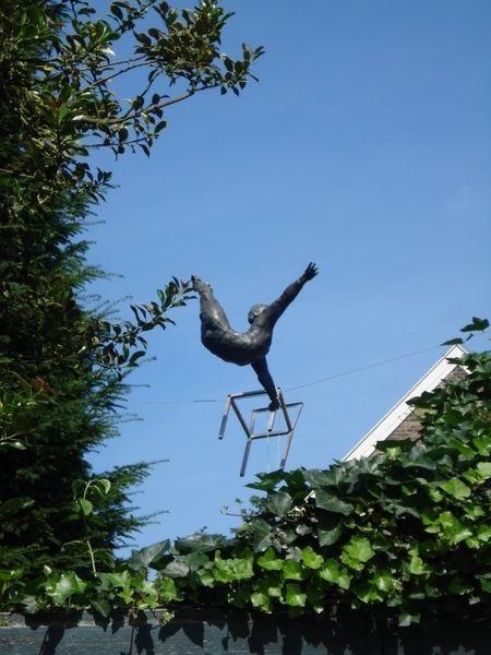 Скульптуры Джерзи Кедзиоры, парящие в воздухе. Изображение № 49.