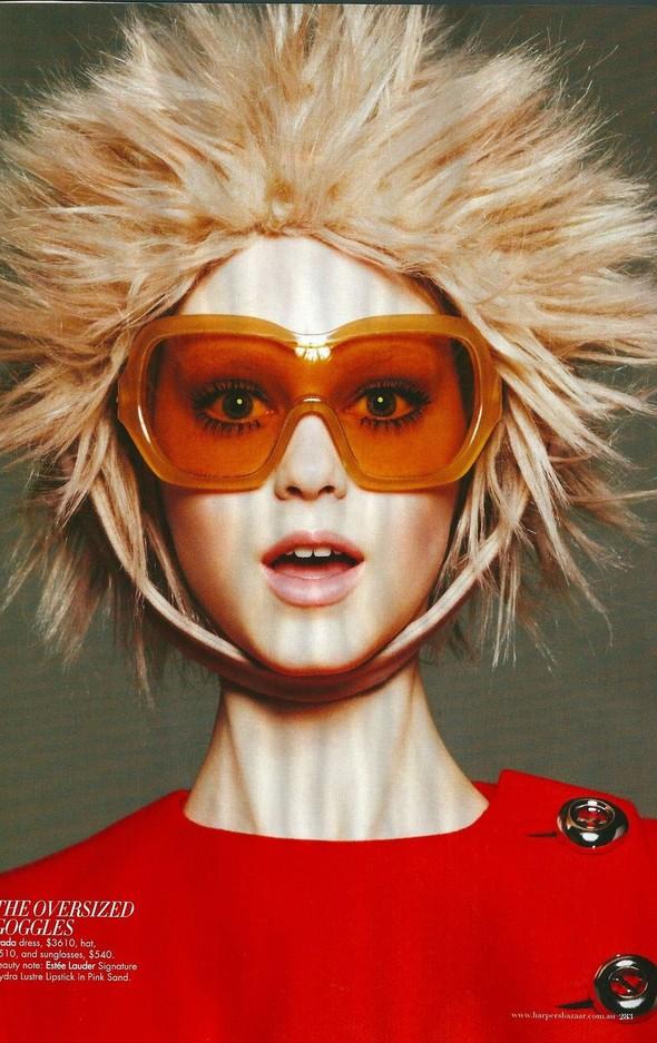 Съёмка: Джемма Бейнес для Harper's Bazaar. Изображение № 8.