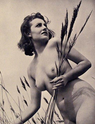 Части тела: Обнаженные женщины на винтажных фотографиях. Изображение №118.