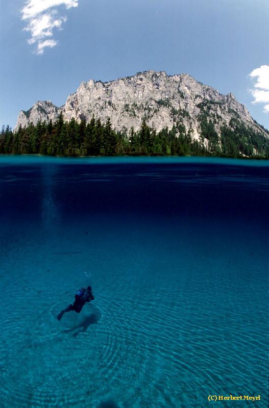 Фотограф Herbert Meyrl. Скамейки под водой. Изображение № 16.