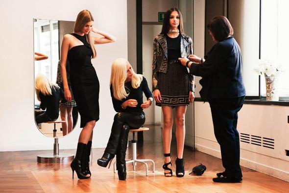 Донателла Версаче для H&M на страницах русского Vogue. Изображение № 7.