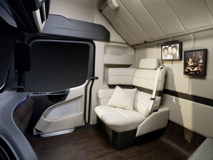 Появились новые фотографии автономного грузовика Mercedes-Benz. Изображение № 7.