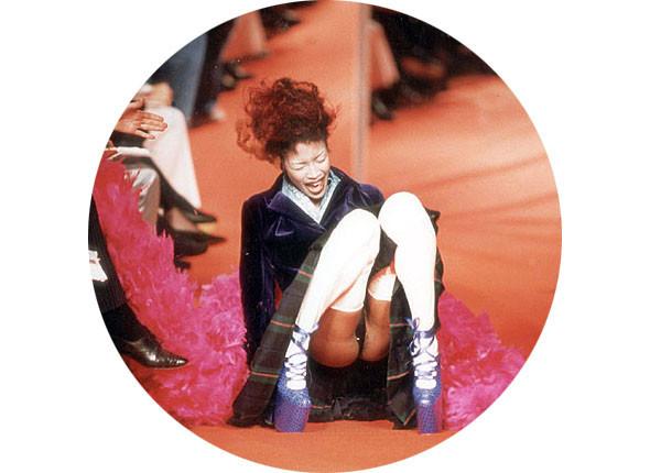 Агнесс Дэйн рухнула на подиуме. Дважды!. Изображение № 15.