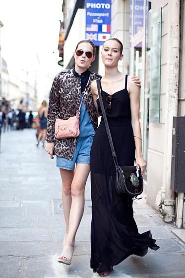 Уличный стиль на Неделе высокой моды в Париже. Изображение № 43.