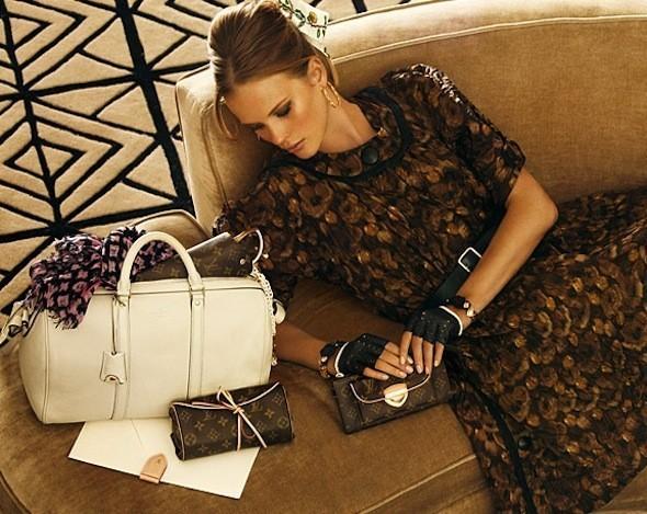 Лукбуки: Chloë Sevigny for Opening Ceremony, Louis Vuitton и Lou. Изображение № 37.