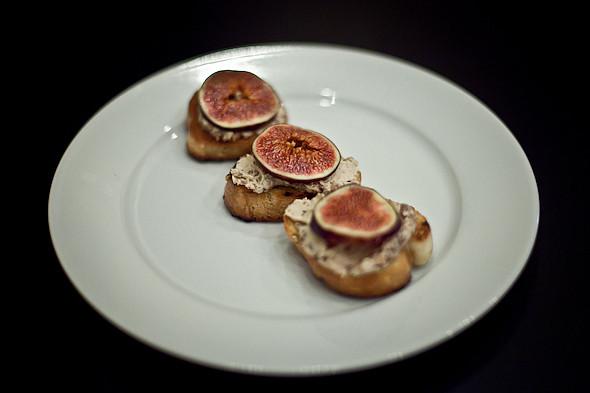 Быстро и вкусно: Сандвичи, хот-дог и три брускетты. Изображение № 47.