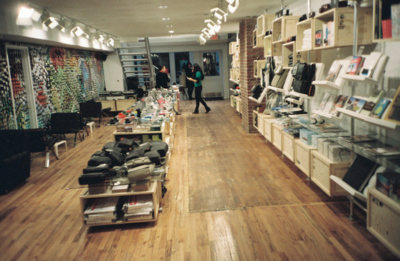 Галерея-магазин Ломографии вНью-Йорке. Изображение № 40.