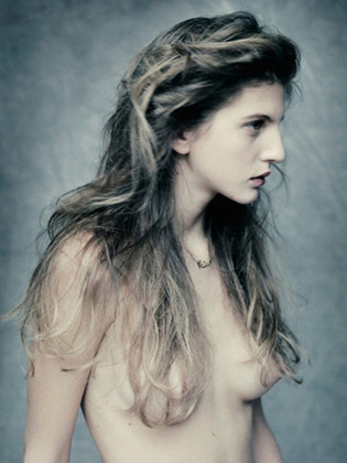 Части тела: Обнаженные женщины на фотографиях 1990-2000-х годов. Изображение №119.