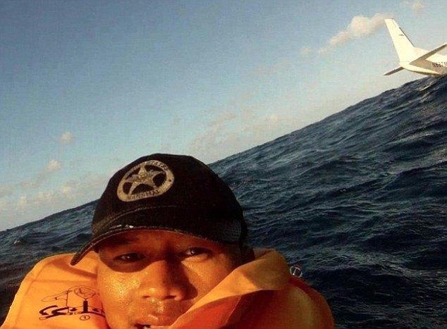Селфи во время крушения самолета в Гавайском архипелаге. Один из пассажиров погиб. Изображение № 3.