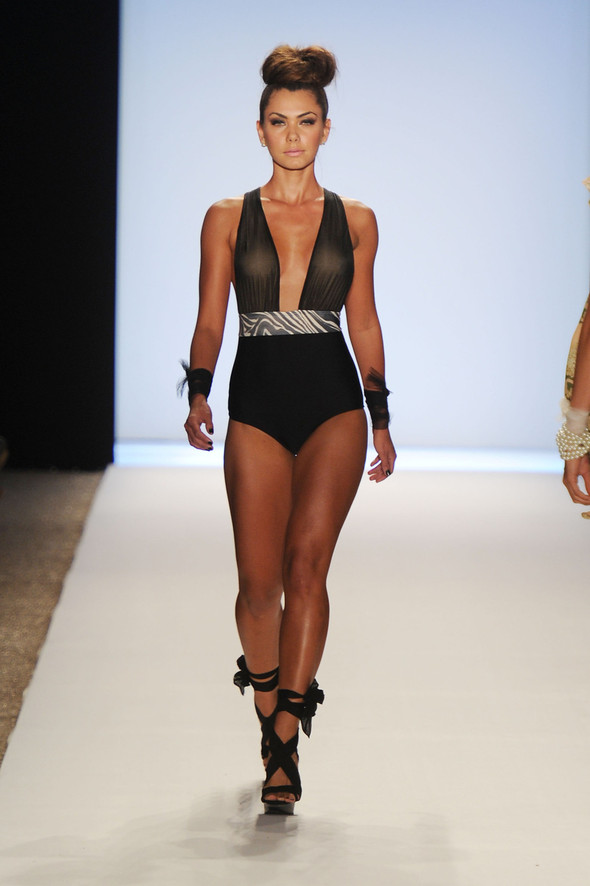 Купальный сезон 2012: Mercedes-Benz Fashion Week Miami [SWIM]. Изображение № 9.