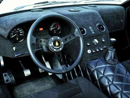 Lamborghini 400 GT22. Изображение № 7.