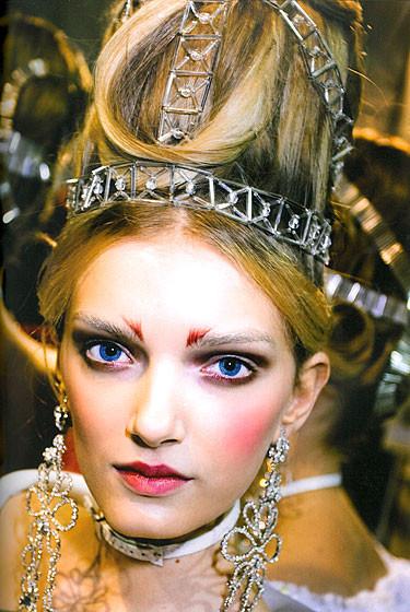 Роксанна Лоуит: за кулисами Dior. Изображение № 11.