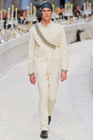 Chanel показали пре-осеннюю коллекцию. Изображение № 21.