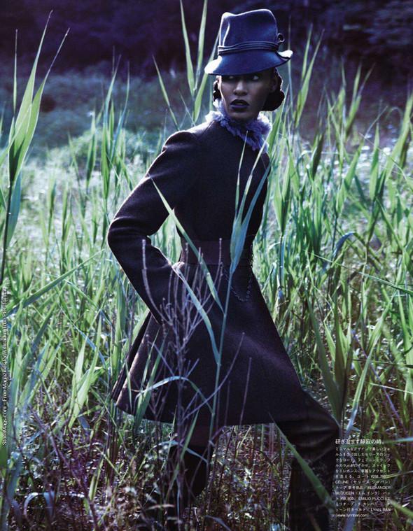 Съёмка: Джоан Смоллс для Vogue. Изображение № 7.