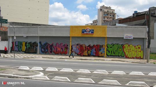 Граффити художники Os Gmeos о творческом пути. Изображение № 16.