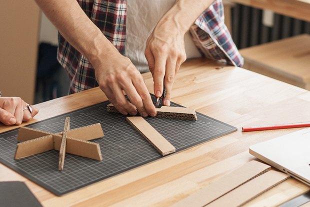 Как сделать из толстого картона абажур для лампы . Изображение № 25.