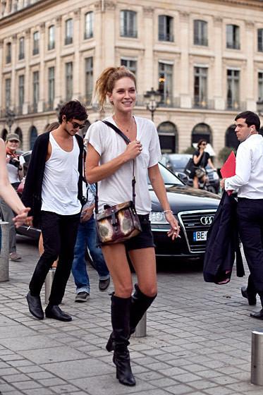 Уличный стиль на Неделе высокой моды в Париже. Изображение № 61.