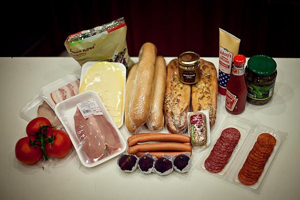Быстро и вкусно: Сандвичи, хот-дог и три брускетты. Изображение № 6.