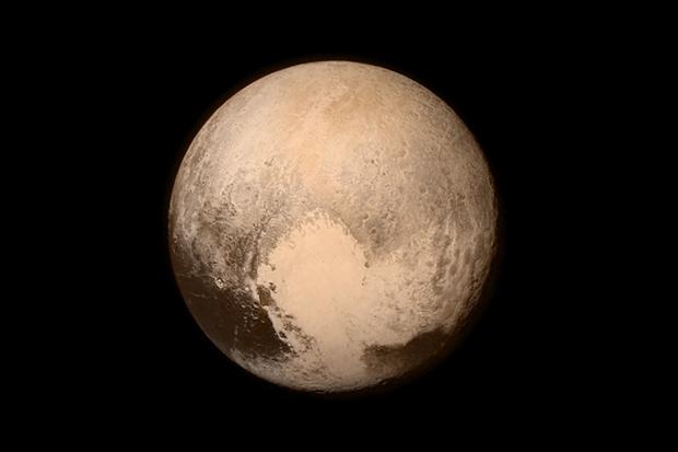 Последний снимок Плутона и Харона перед выходом на орбиту. Изображение № 1.