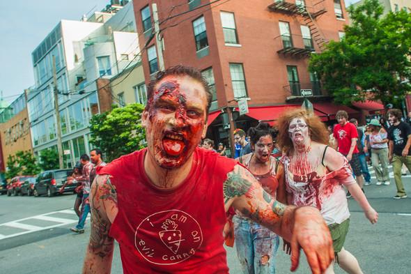 Зомби парад в Нью Йорке. NYC Zombie Crawl.. Изображение № 45.