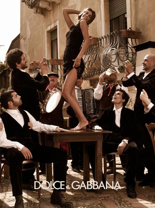 Кампании: Balenciaga, Celine, Dolce & Gabbana и другие. Изображение № 22.