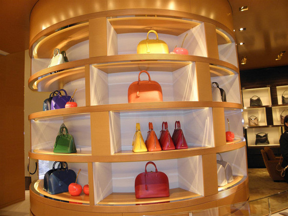 Новые магазины: Louis Vuitton в Риме, Chanel в Москве и Celine в Нью-Йорке. Изображение № 6.