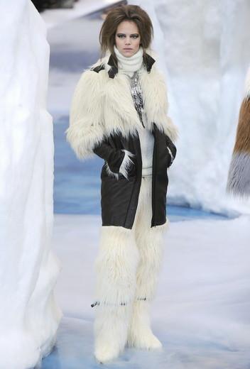 То ли большая, то ли малая медведица: Chanel fall 2010. Изображение № 4.