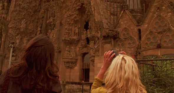 3. Sagrada Família Главный архитектурный символ Барселоны и опус магнум Антонио Гауди — собор Святого семейства в Эшампле, который начали строить в 1882 году на пожертвования горожан, и по этой причине не достроили до сих пор. При жизни архитектора успели возвести только один из трех фасадов — Рождества, а окончание работ расплывчато планируют закончить в «первую треть XXI века».. Изображение №54.