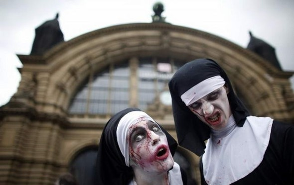 ВоФранкфурте прошел парад зомби. Изображение № 1.