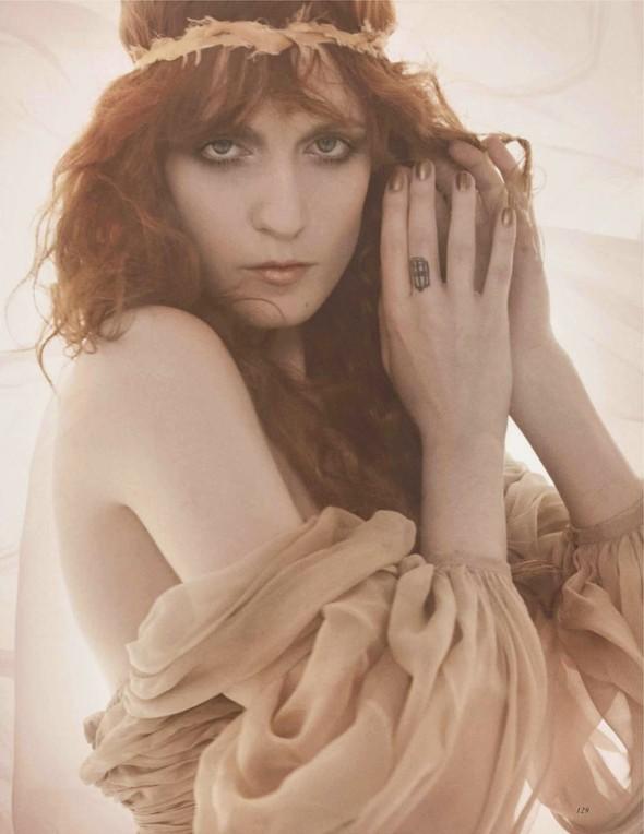Съёмка: Флоренс Уэлш для британского Vogue. Изображение № 2.