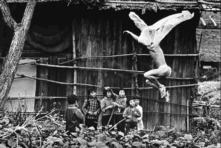 Еще восемь фотографов сюрреалистов. Изображение № 126.