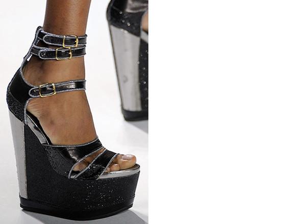 Walking in my shoes: 10 тенденций обуви весны-лета 2011. Изображение № 11.