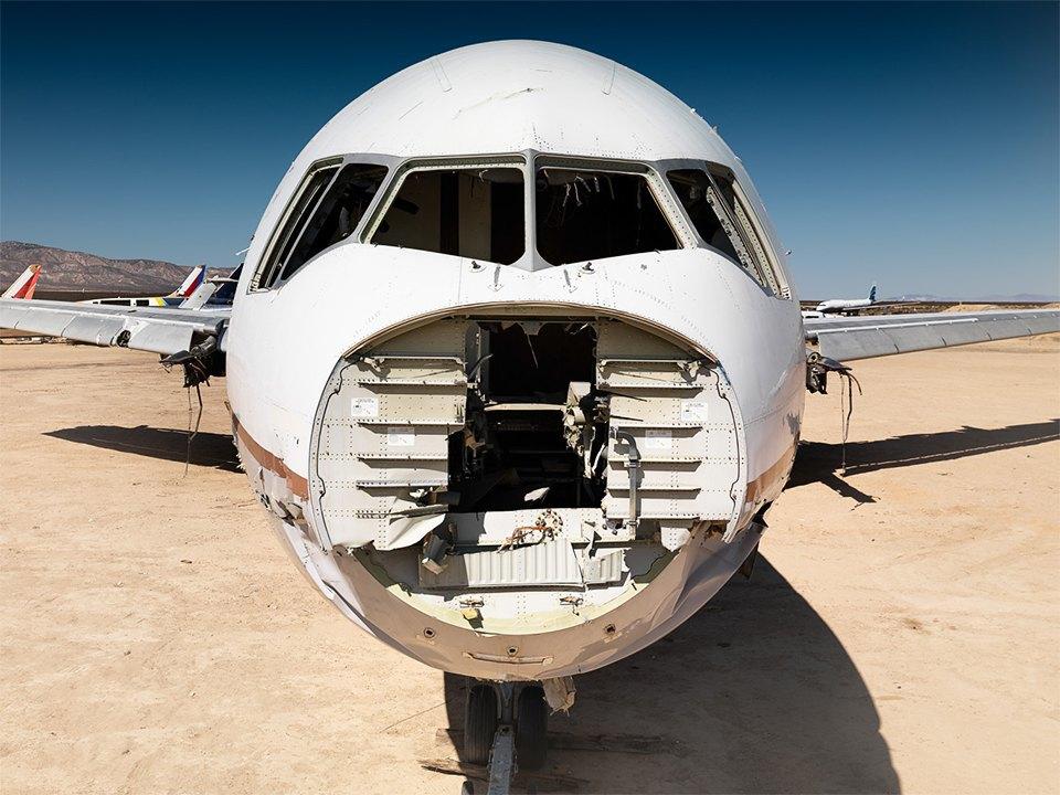 Кладбище самолётов  в выжженной пустыне . Изображение № 11.