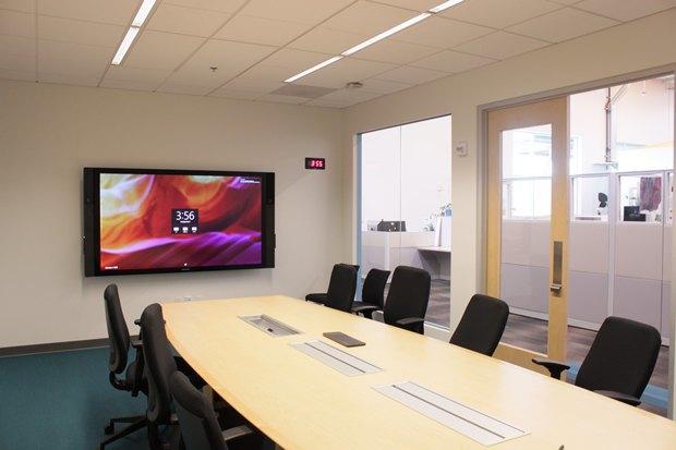 Microsoft назвала цену тачскрина на84 дюйма Surface Hub. Изображение № 2.