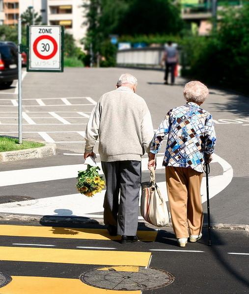 Пожилые влюбленные пары. Изображение № 6.
