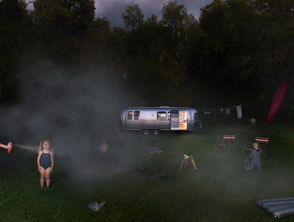сюрреалистично-реальный мир Фотограф Julie Blackmon. Изображение №4.