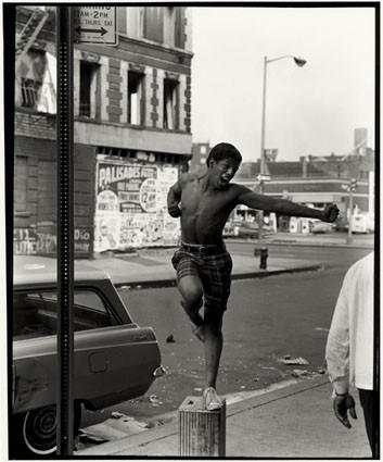 Bruce Davidson – красота гетто. Изображение № 55.