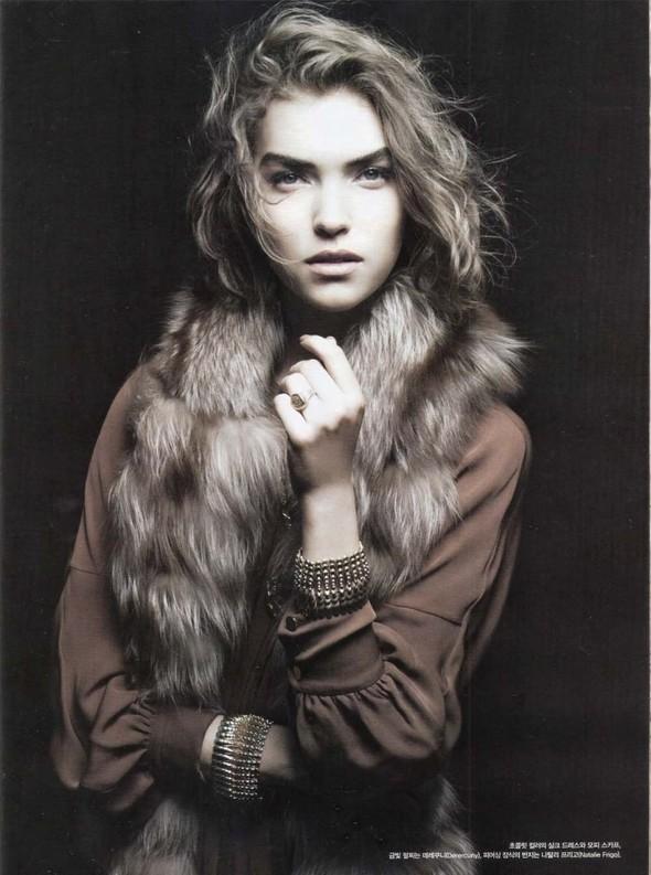 Съёмка: Аризона Мьюз для Vogue. Изображение № 6.