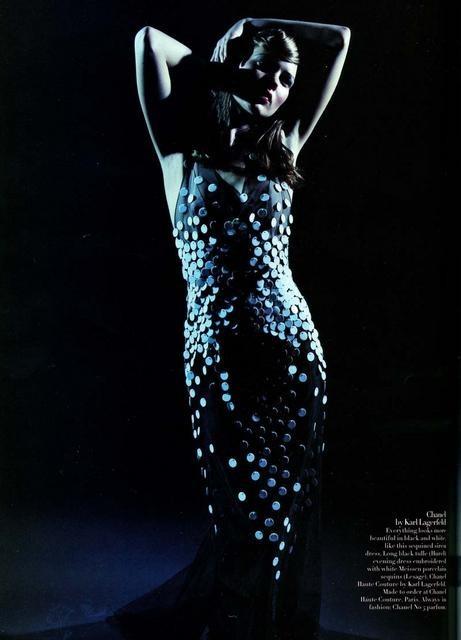 Архивная съёмка: Кейт Мосс для Harper's Bazaar, апрель 1998. Изображение № 7.