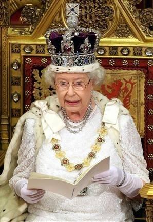 Её Величество. Изображение № 3.